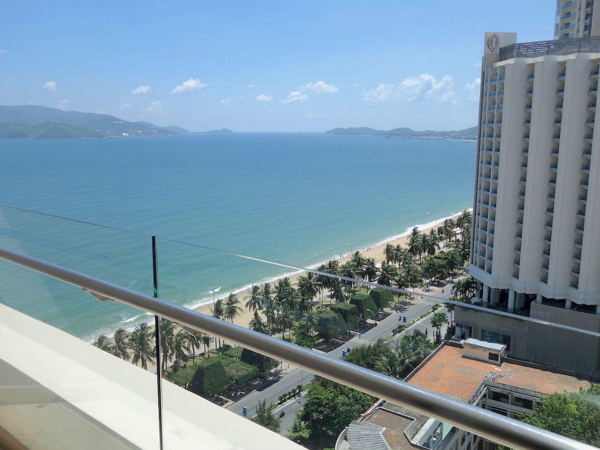 海とホテルのインフィニティプールでリゾートを楽しむ!