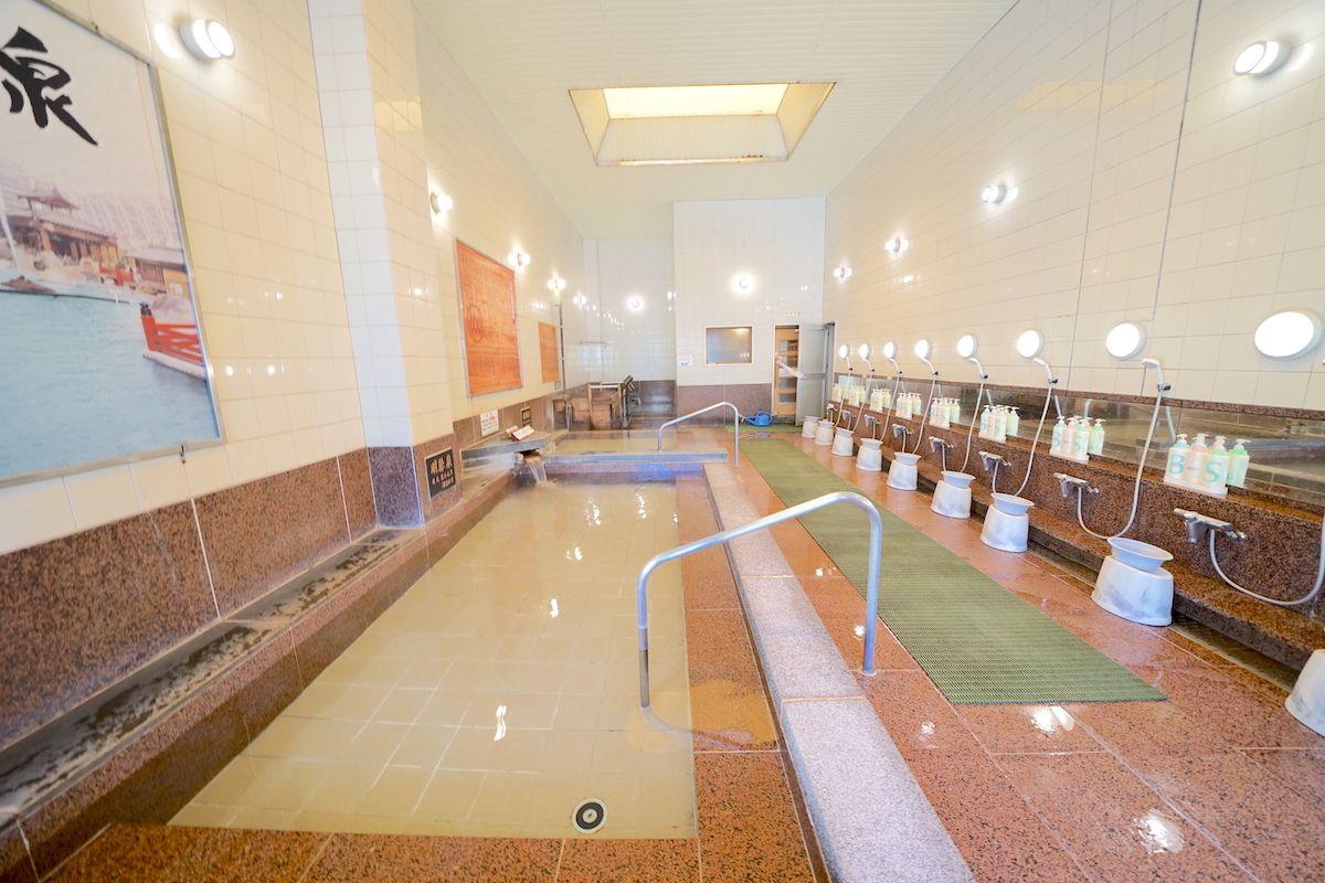 バラエティ豊かな泉質の湯船