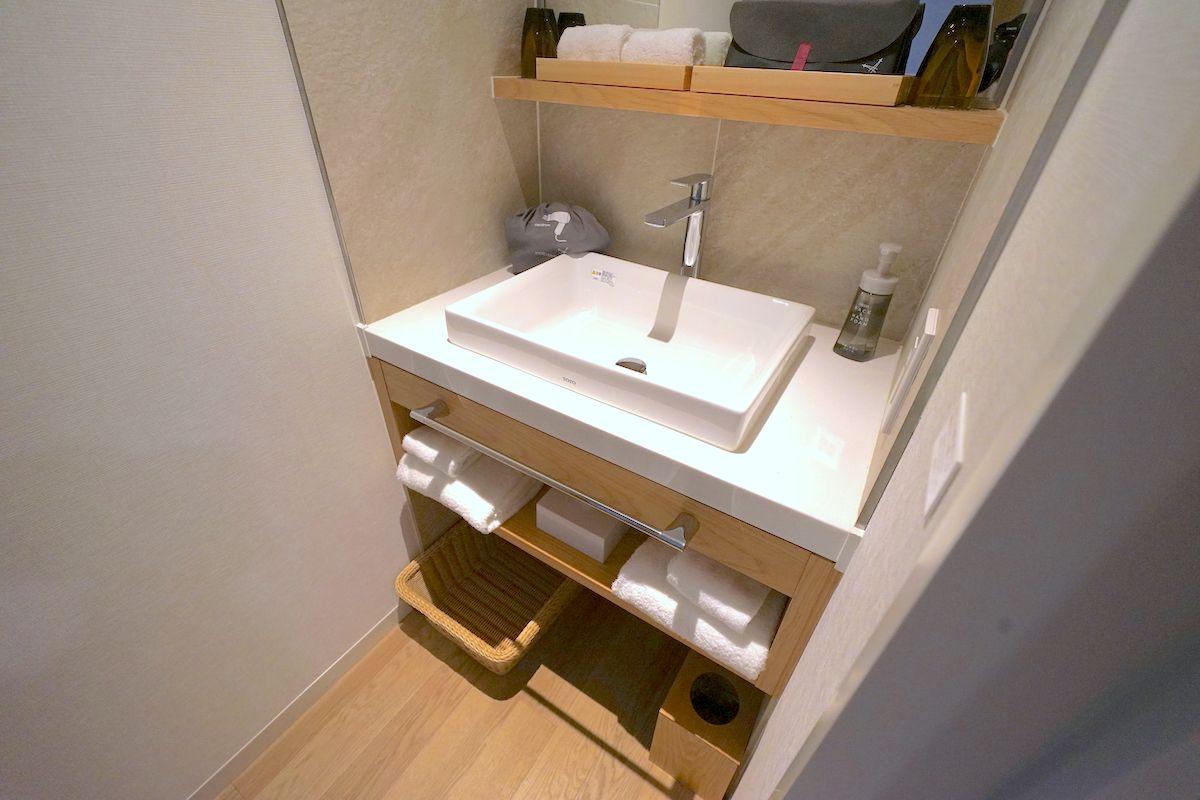 バスルームももちろん最新トレンドの洗い場付きタイプ