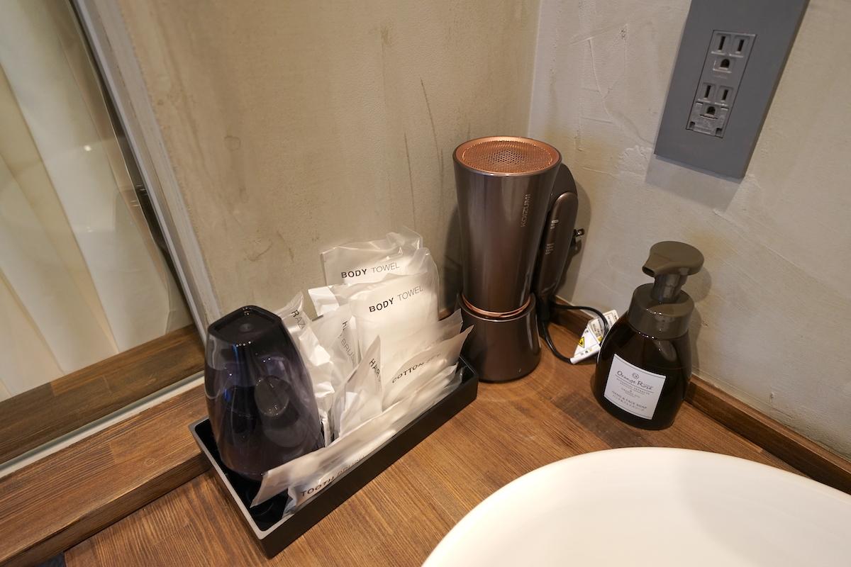 バスルームは広々とした洗い場付きタイプ