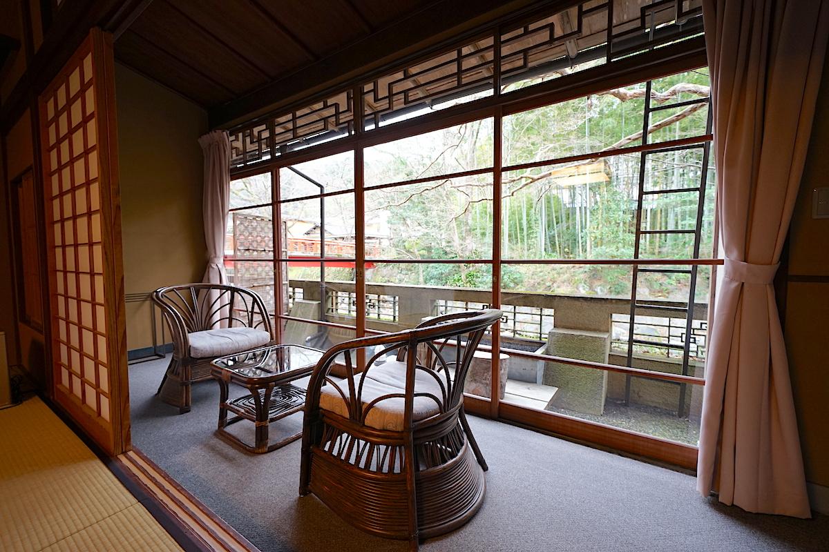 客室は和室中心、座ると畳の安心感で満たされます