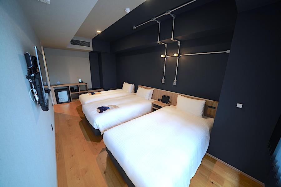 家具類の配置で広く感じられる客室