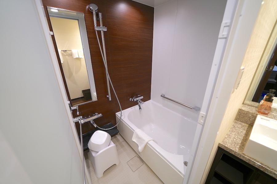 人気の客室はバストイレ別のツインタイプ