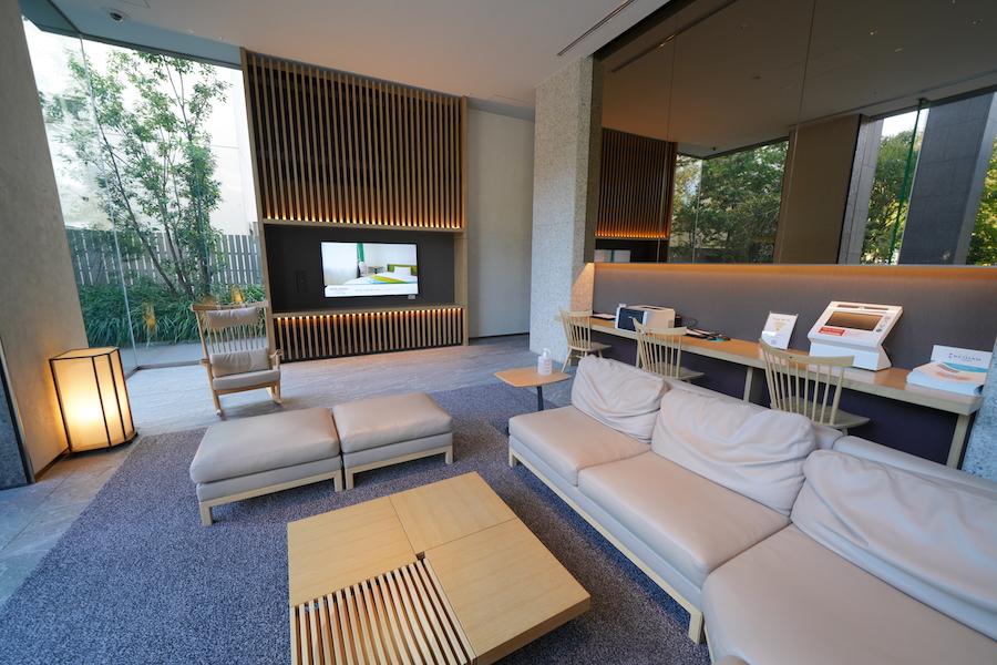 和の雰囲気の客室で最新東京夜景を眺められる