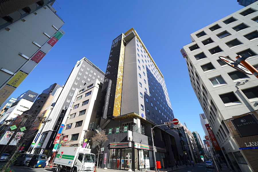 銀座の街中にある最新デザインのホテル