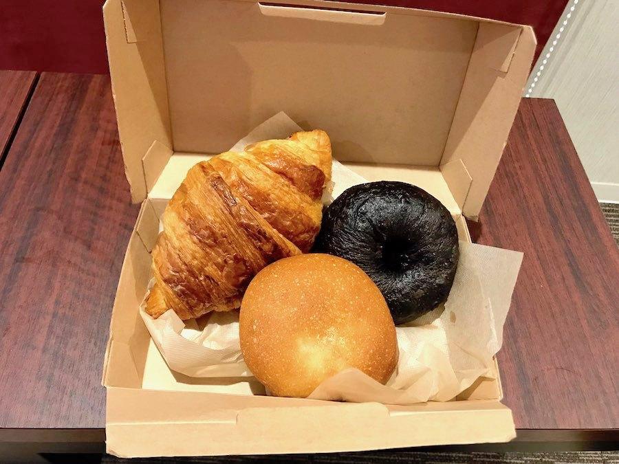 朝食は客室までお届け
