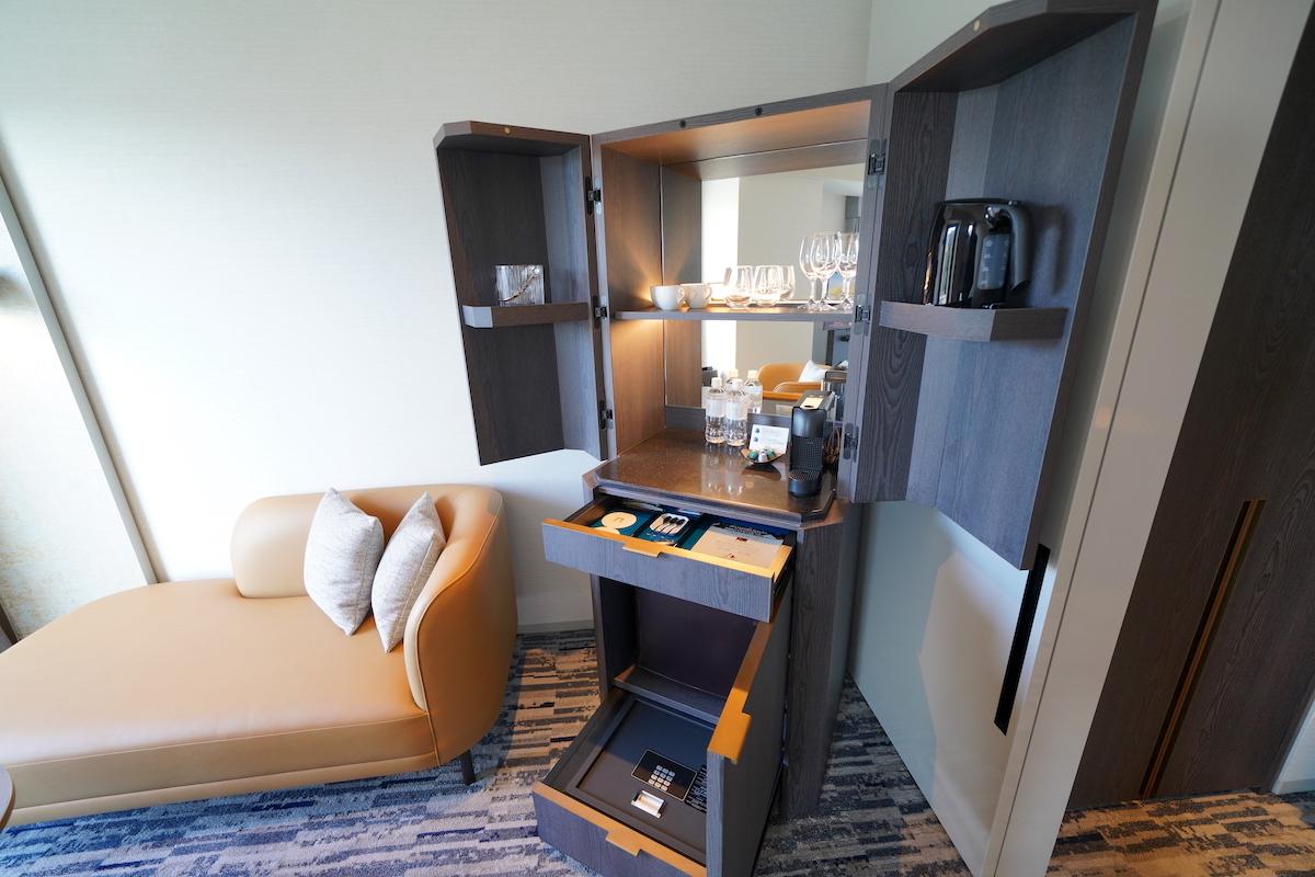 客室は川の流れをモチーフにしたデザイン