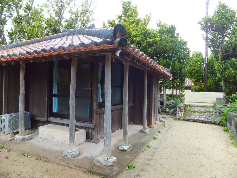 沖縄伝統の古民家に宿泊!渡名喜島「赤瓦の宿 ふくぎ屋」で自分だけの時間を
