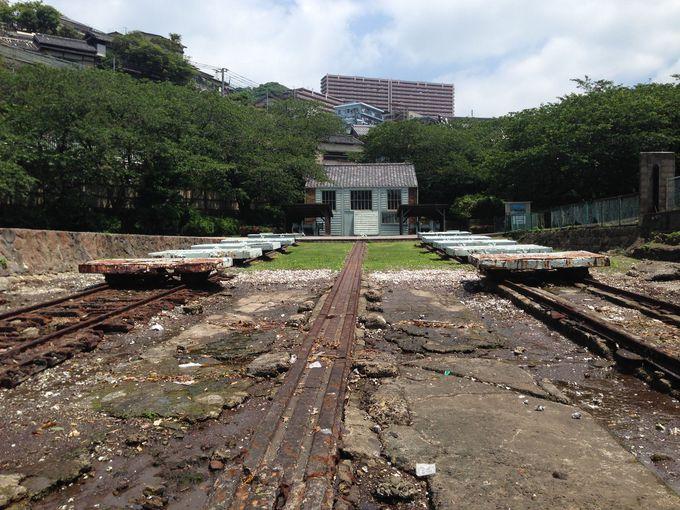 グラバーらの計画で建設。日本近代造船史上現存する最古の遺構