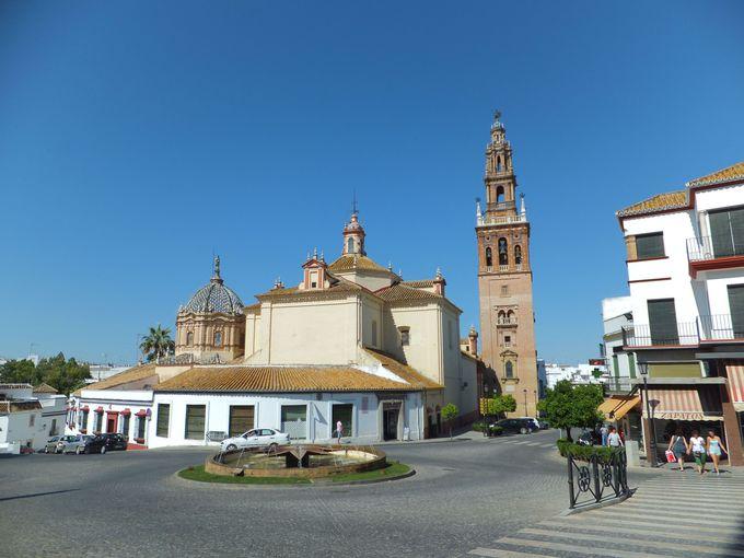 イスラム風の塔が聳えるサン・ペドロ教会