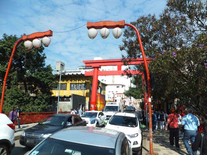 大鳥居がお出迎え!日本の地方都市みたいな「リベルダージ」