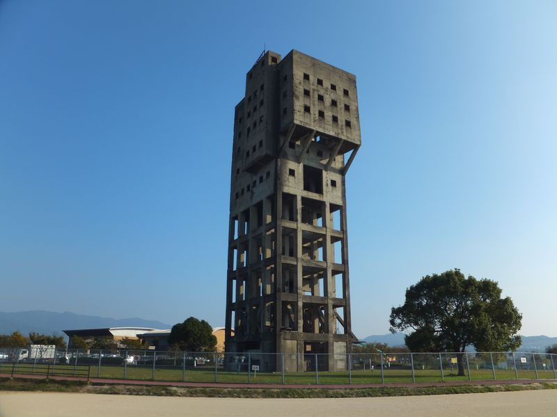 福岡空港からわずか20分!圧巻の廃墟「旧志免鉱業所竪坑櫓」