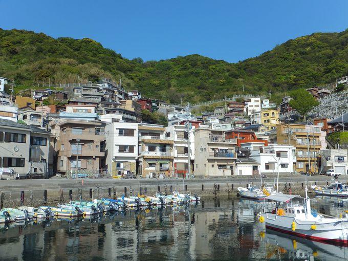 地中海の港町を思わせる保戸島の集落