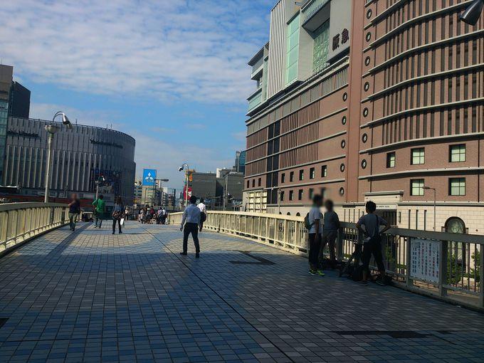 ROHTOよろこビックリ梅田新歩道橋