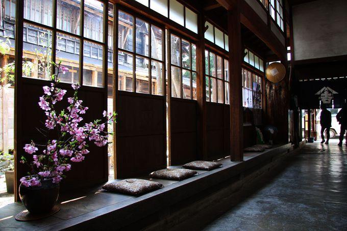 雪国の伝統的家屋の特徴がそのままに
