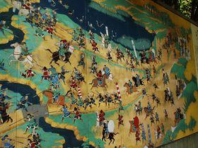 天下統一の道筋を巨大な絵巻物風陶板で体験!天王山ハイキング!