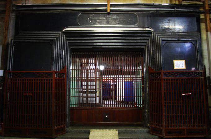 湯沢市の酒蔵には重厚な内蔵がある