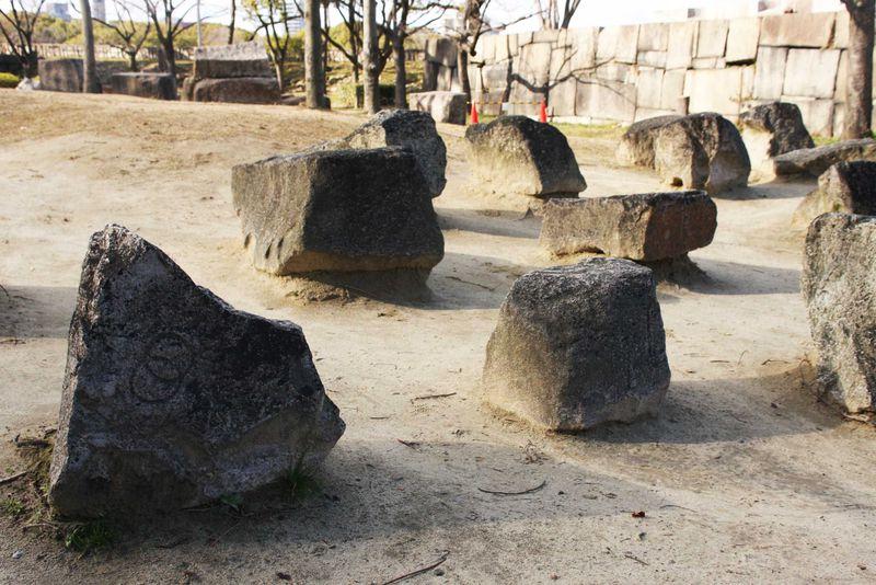 大阪城の刻印石・石垣がすごすぎる!ツウな大阪城めぐり!