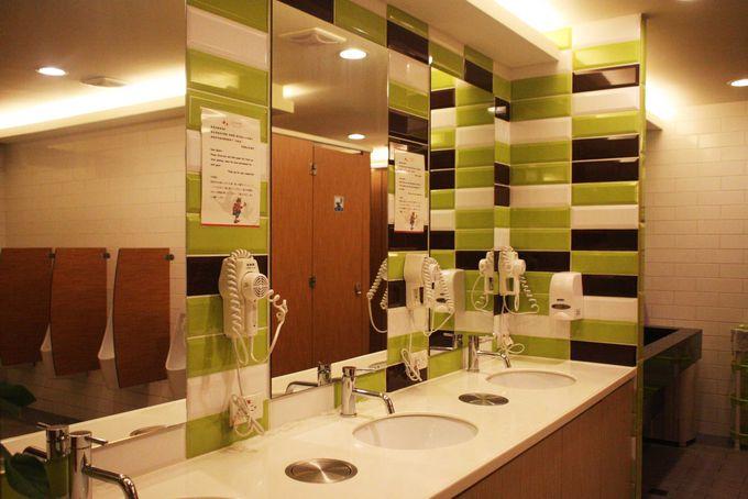 ユースホステル側にある共同トイレ