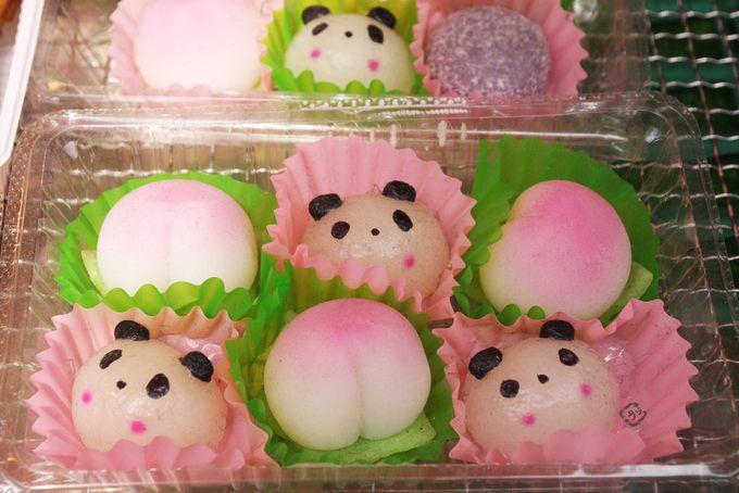 桃とコラボしたパンダのおもち