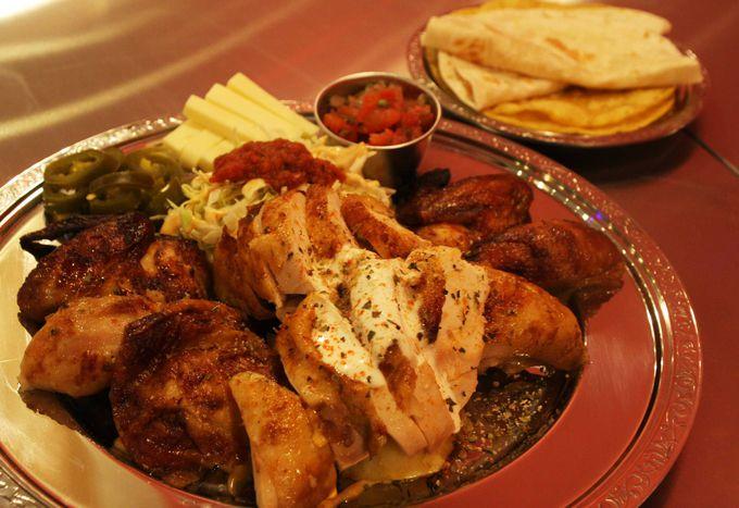 大阪駅でメキシコ屋台気分が味わえる「墨国回転鶏料理」