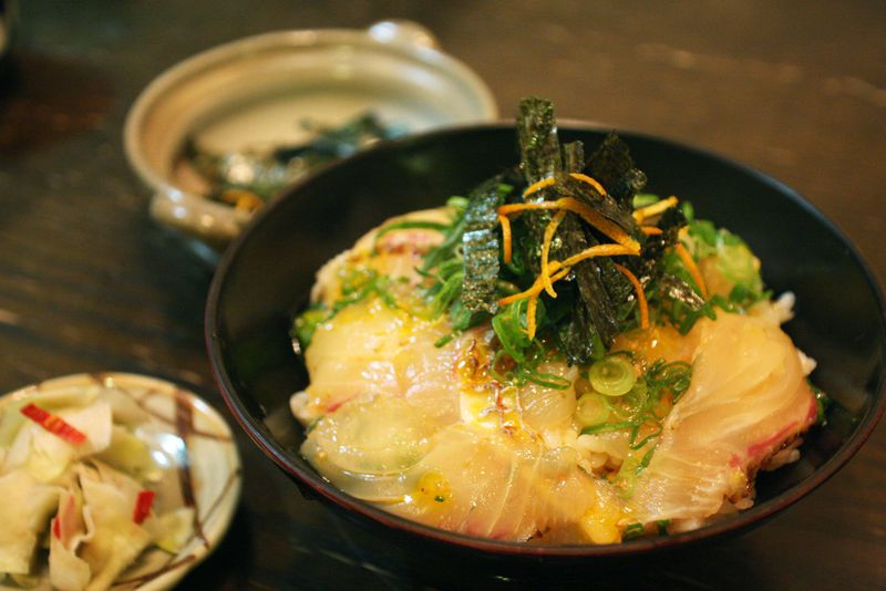 愛媛の鯛めしを食べ比べ!今、大阪で愛媛のソウルフードが熱い!!