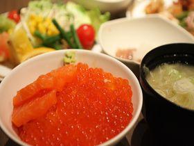 新鮮なイクラが朝から食べ放題!温泉も入れるプレミアホテル—CABIN—札幌