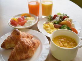 朝はキレイになれるジュースを!「ホテル京阪京橋」は関西観光拠点に便利な立地