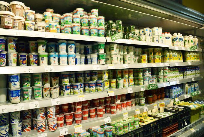 スーパーには壁一面ヨーグルト