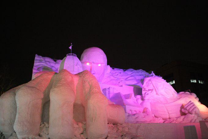 さっぽろ雪まつりの大雪像を目の前で見られる