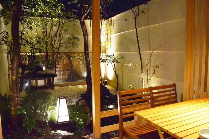 夏は予約して坪庭があるテラスで食べたい!