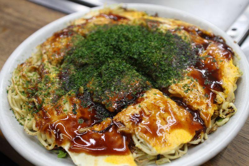 広島行ったら辛つけ麺と広島風お好み焼きは外せない!
