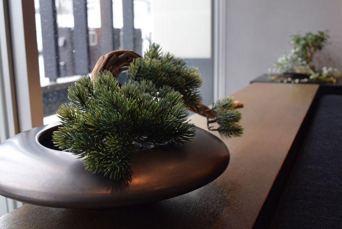 石川県を代表する加賀や能登の伝統工芸が散りばめられた館内