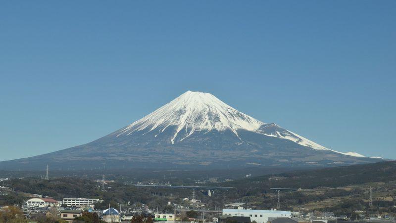 新幹線から「富士山」みたい!座席・時間・撮影ポイント徹底解説!