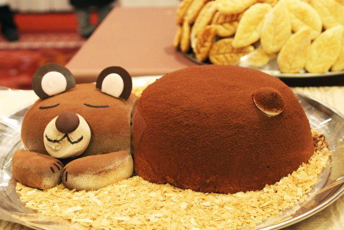 カラフル寿司に冬眠中のクマさんケーキ