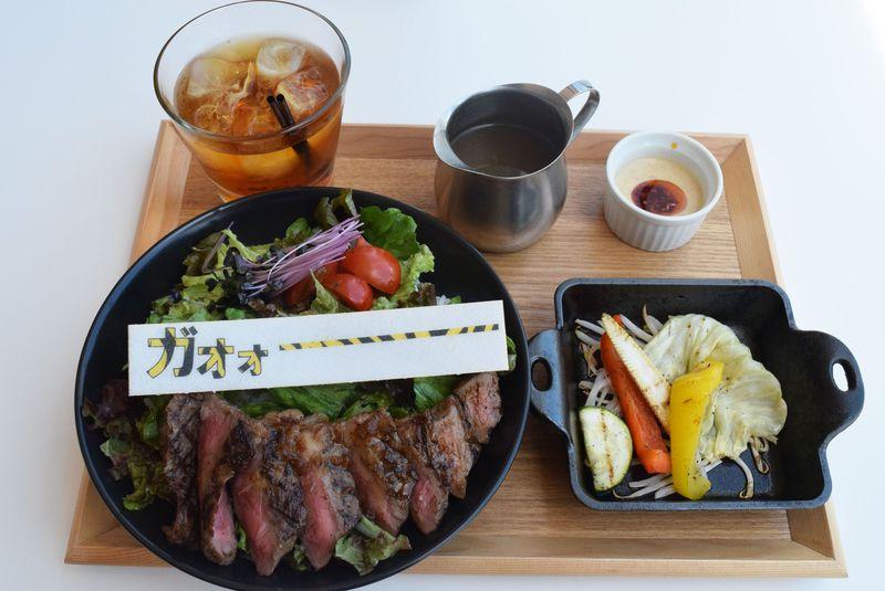 肉&虎ガールはザ・ストライプカフェ(大阪)で阪神タイガースを応援しよっ!