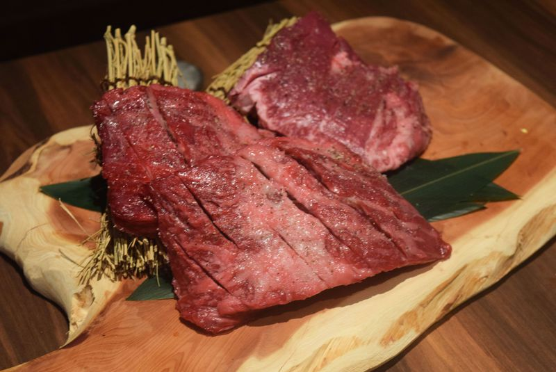 大阪で予約2か月待ちのハラミ専門店「北新地ハラミ」が馬肉専門店「北新地さくら」もオープン!