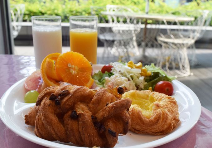 朝食はフラワープールにて