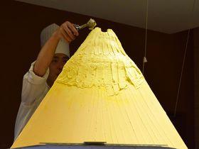 黄金のピラミッドは何のスイーツ!?大阪新阪急ホテル・オリンピアの秋グルメビュッフェ