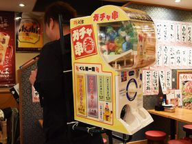200円で4000円の串かつをゲット!?「ガチャ串」で話題の串カツ大吉 新世界店