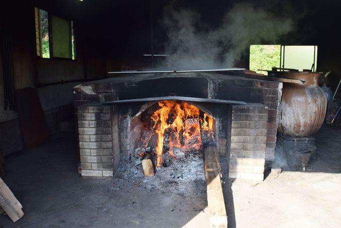 天然塩工房つばき窯で塩づくりを見学