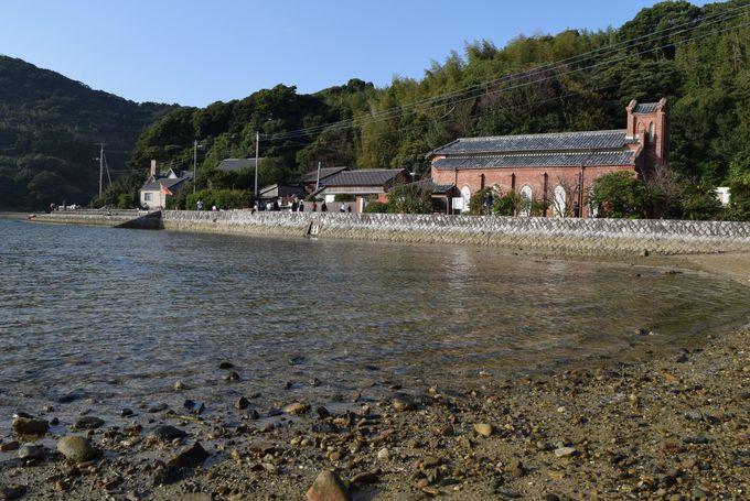 島の入り江にたたずむ堂崎教会は島時間を感じられる場所