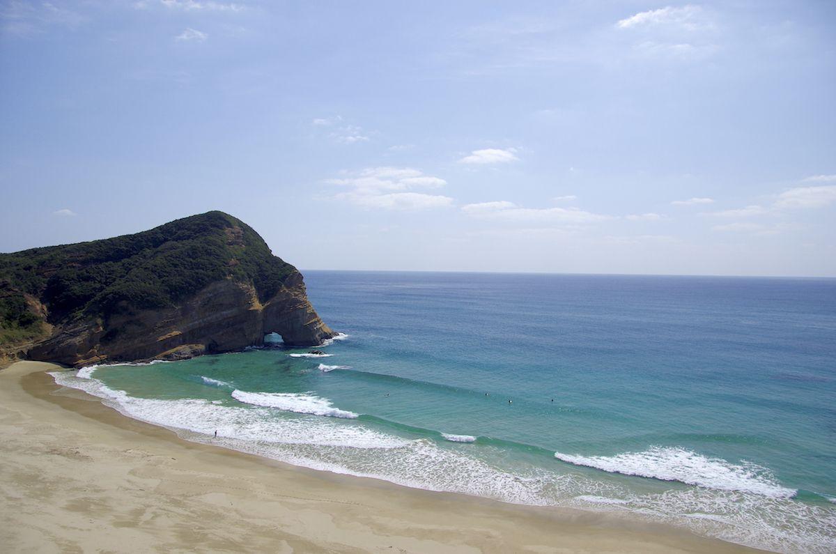 ホテルの目の前は白い砂浜と青い海!