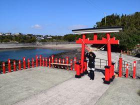 鹿児島・釜蓋神社は勝負事にご利益があると話題!釜蓋を頭に乗せて願掛け!
