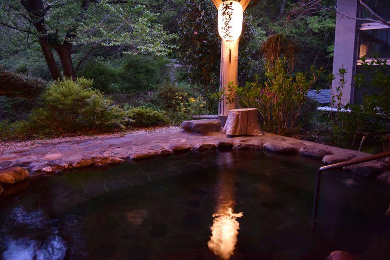 秘湯のぬる湯で長湯美人!日本三大美人の湯・川中温泉かど半旅館