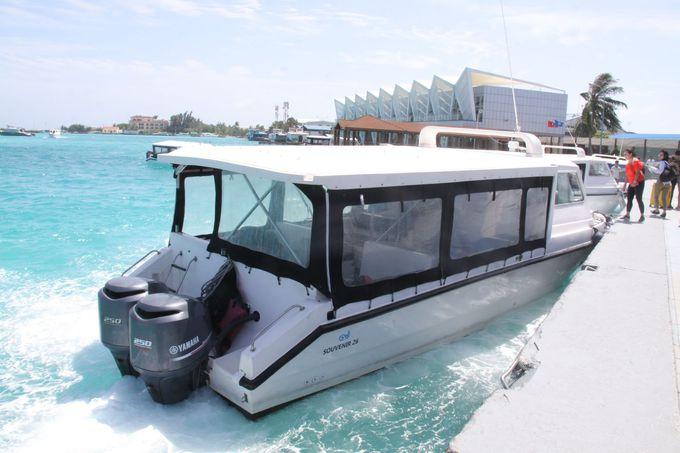 モルディブは上空からもボートに乗ってても海が美しい