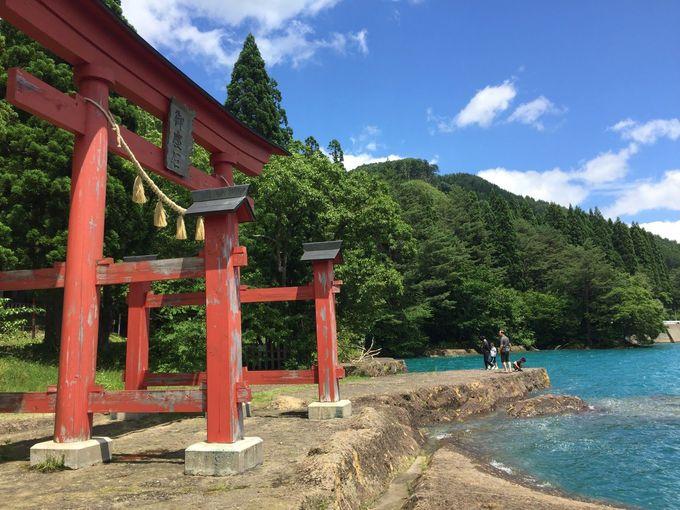 1日目AM:美しい瑠璃色の田沢湖ドライブとランチ
