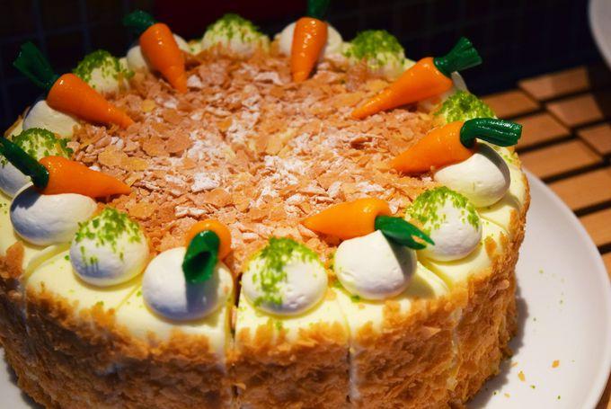 キャロットケーキやチーズケーキなどスイーツ類も充実