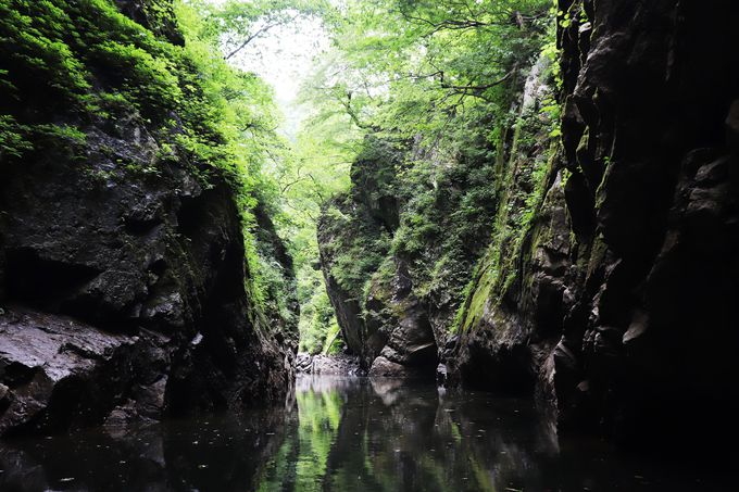 迫りくる断崖絶壁とどこまでも続く静寂