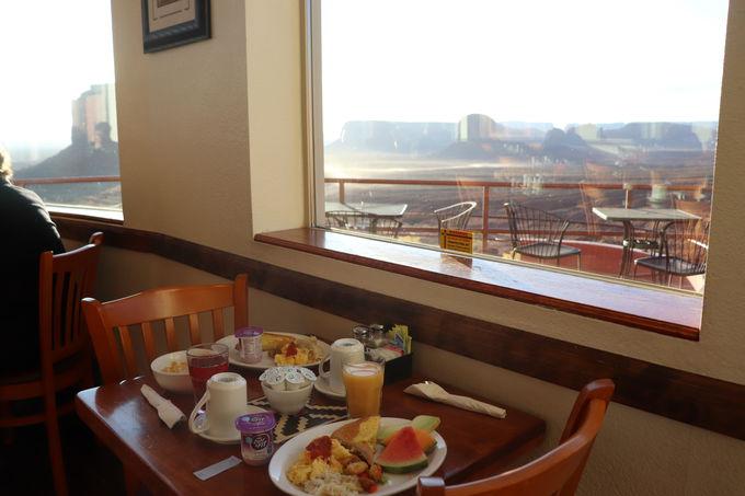 絶景テラスで至福の朝ごはん